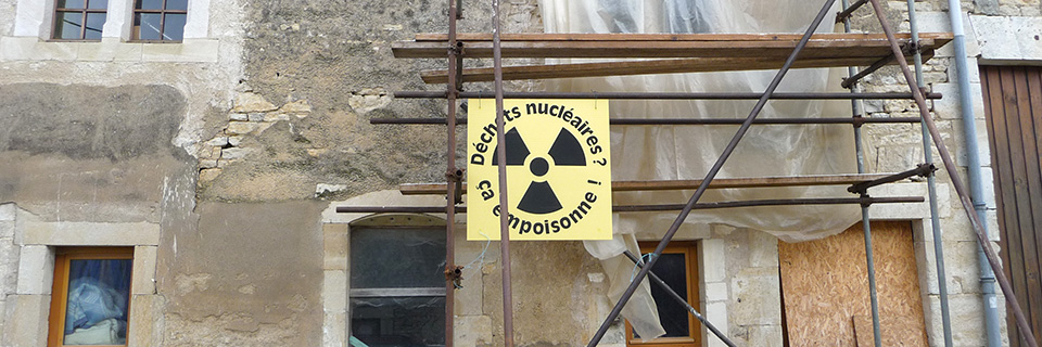 フランス・ビュールにて。放射性廃棄物地層処分のついて、反対派も含む様々なステークホルダーからなる地域情報提供サイトの近くにて。